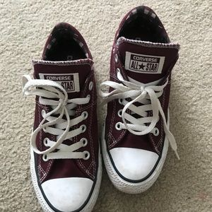 Red low top converse size 7